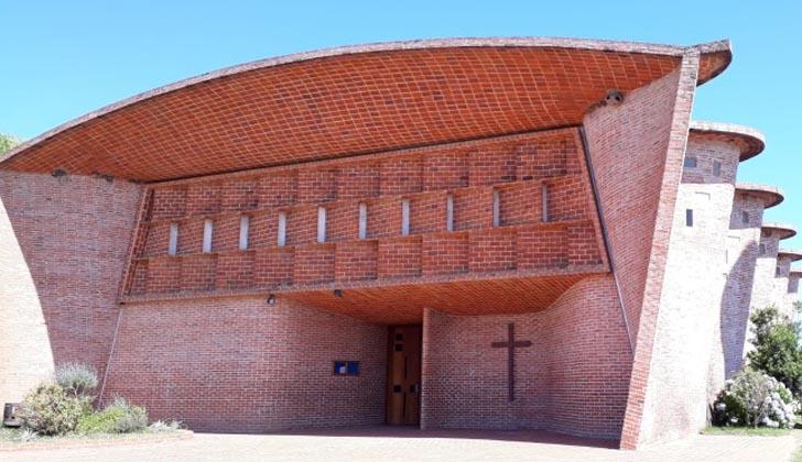Iglesia Cristo Obrero de Estación Atlántida,de Eladio Dieste,