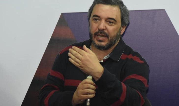 """Mario Bergara tras las decisiones del Plenario: """"No barremos abajo de la alfombra""""."""