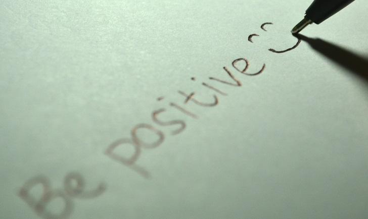 Ser positivo puede reducir la ansiedad, principalmente la relacionada al dinero.