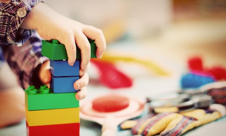Pediatras recomiendan regalar juguetes tradicionales antes que tecnología . Foto: Pixabay