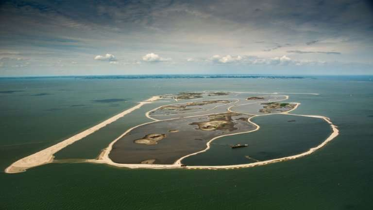 Vista aérea de las islas artificiales en el lago Markermeer