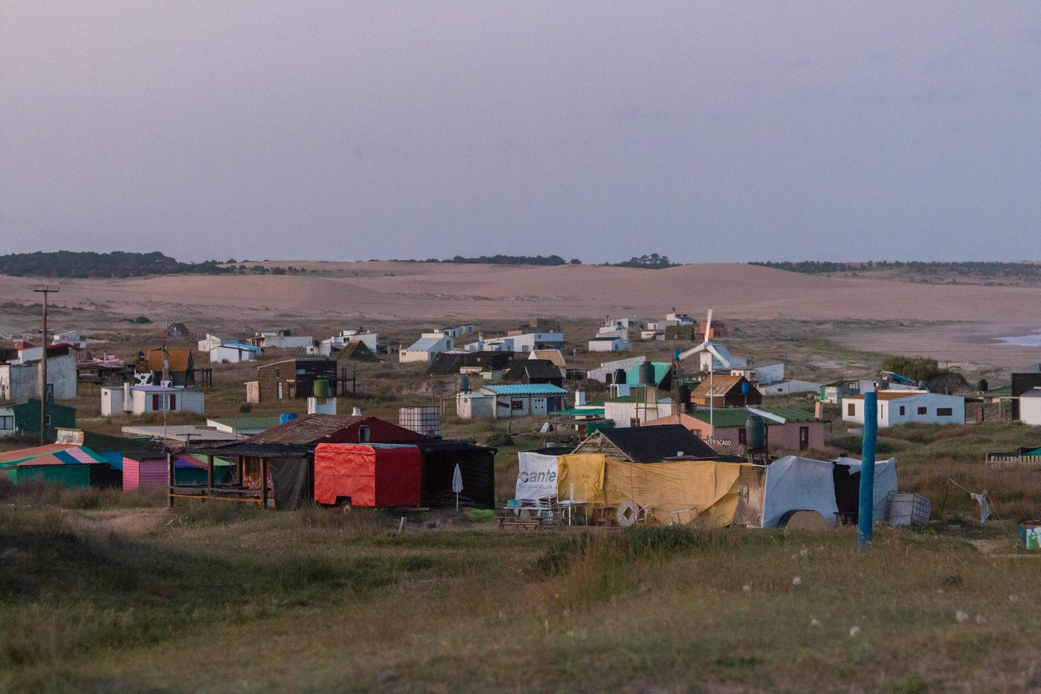 Algunas de las viviendas del Cabo Polonio. Foto: Felipe Reis / Flickr