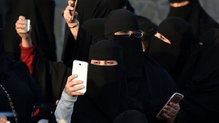 Arabia Saudita notificará el divorcio a las esposas a través de SMS.