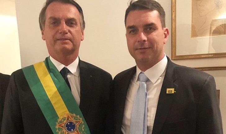 Depósitos sospechosos al hijo de Jair Bolsonaro desatan un escándalo en Brasil.