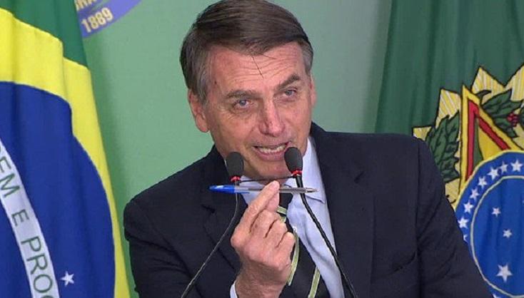 Bolsonaro firmó el decreto que flexibiliza los requisitos para portar armas de fuego.