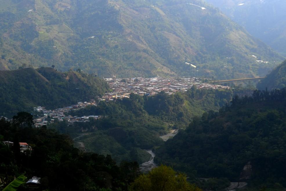 Vista de Cajamarca desde uno de los cerros aledaños. Foto: El Espectador de Colombia / Cristian Garavito