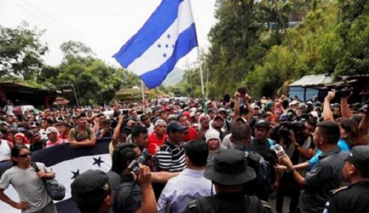 Una nueva caravana migrante partió de Honduras y se dirige a EE.UU. .
