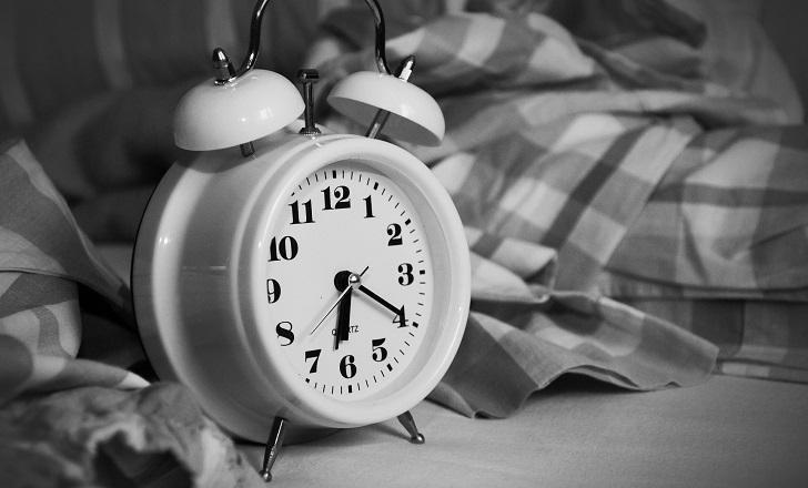 Dormir menos de 6 horas aumenta riesgo cardiovascular.