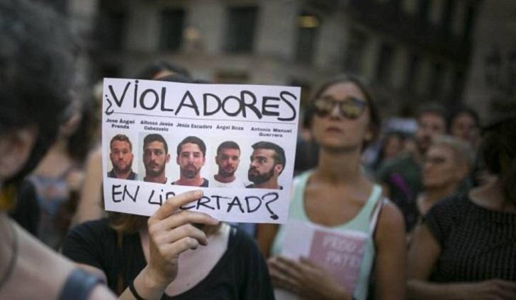 """Tribunal español mantiene en libertad a los cinco miembros de """"La Manada"""" ."""