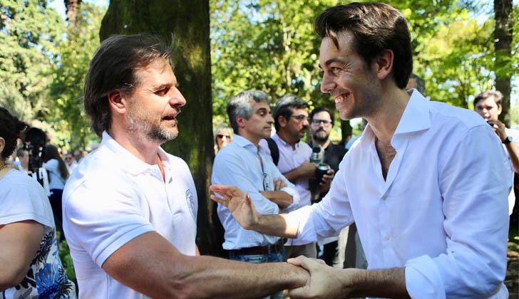 Lacalle Pou y Juan Sartori durante el homenaje a Leandro Gómez.