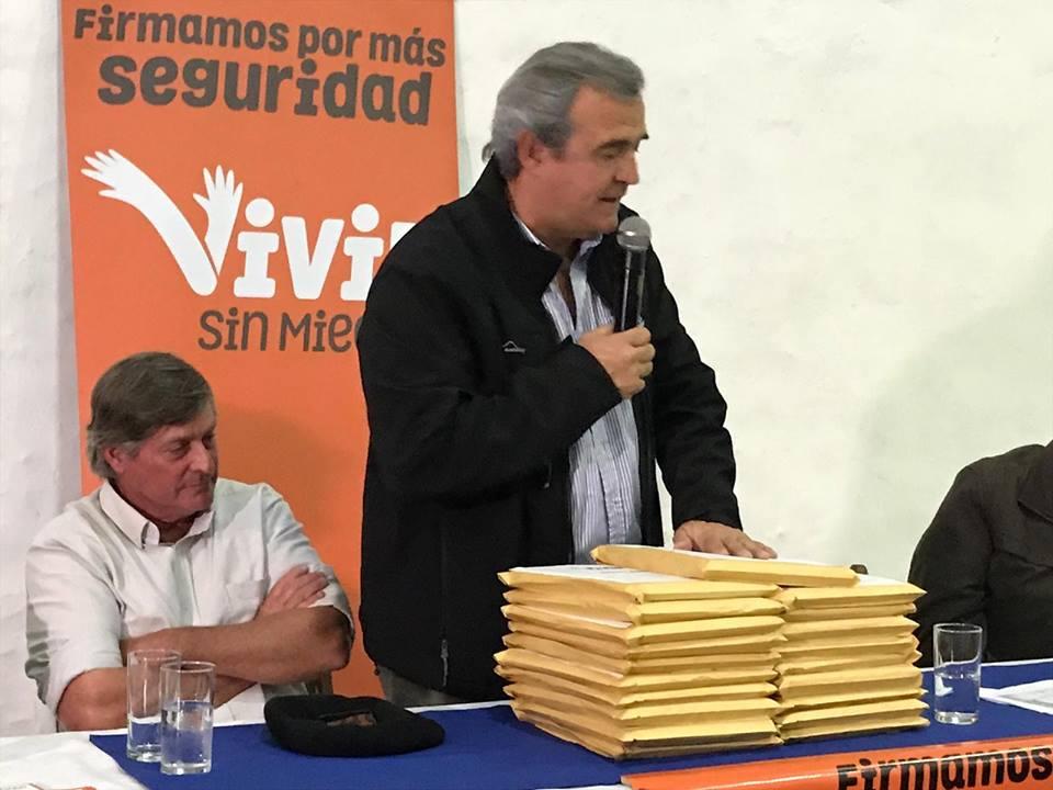 Larrañaga enmarcó el plebiscito en su pre campaña política. Foto: Facebook