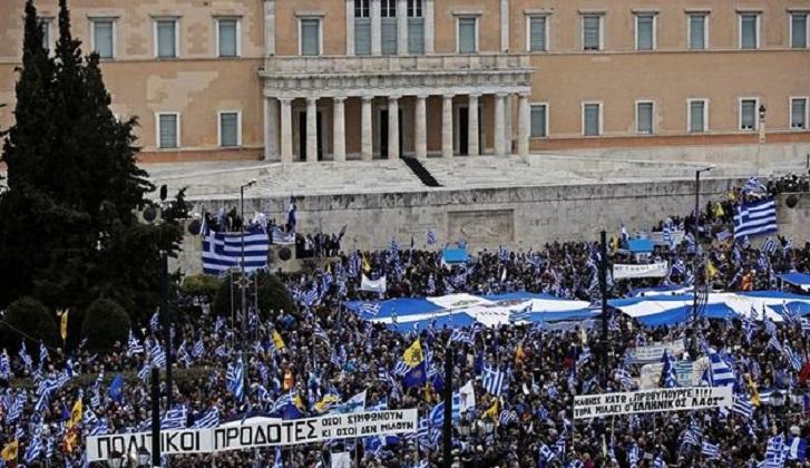 Multitudinaria manifestación en Atenas contra el cambio de nombre de Macedonia.