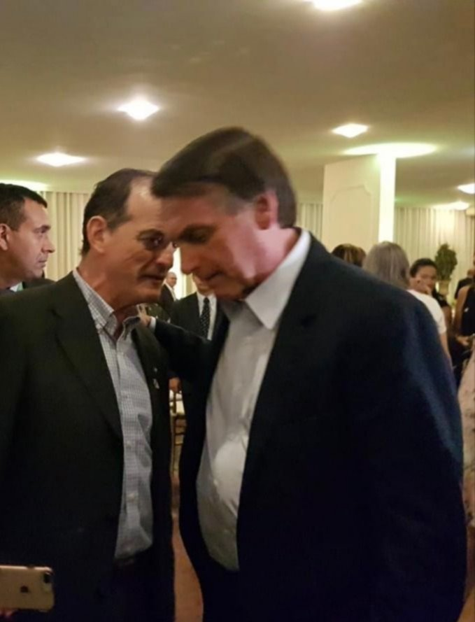 Manini Ríos saludando a Bolsonaro en un evento en Brasil