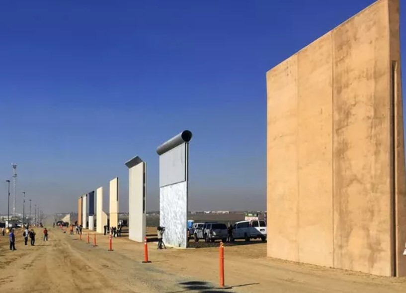 Distintos prototipos del muro fronterizo de Trump. Foto Elliott Spagat/AP