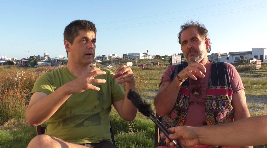 Lucho Grelloni (izq) y Alejandro Gallenares, representantes de los colectivos de pobladores permanentes y no permanentes.