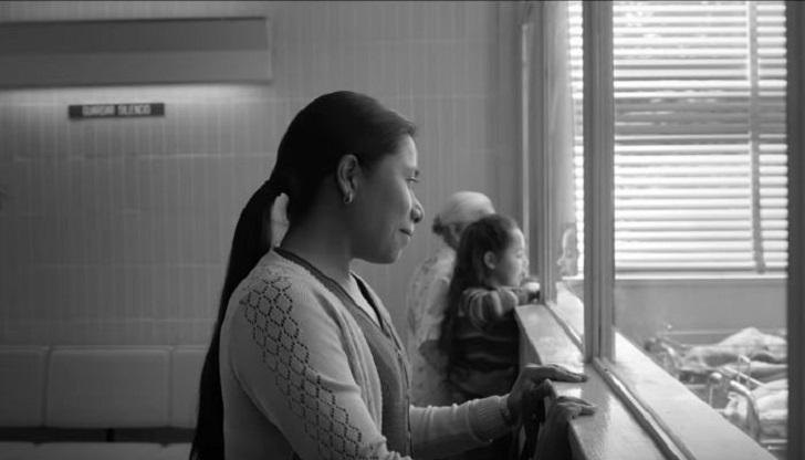 """Netflix retira los polémicos subtítulos """"en español de España"""" de la película Roma."""
