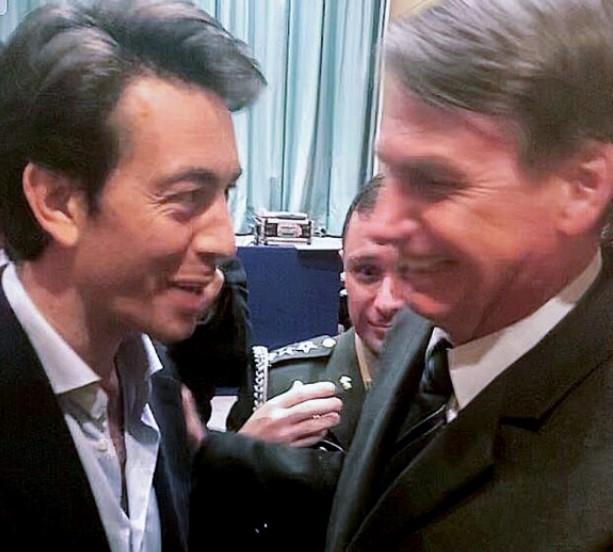 Juan Sartori conversando con Bolsonaro. Imagen difundida por la prensa de Sartori