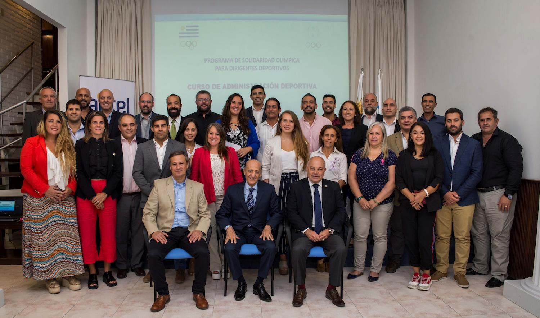 Participantes junto al Dr. Julio C. Maglione y los Directores del Curso