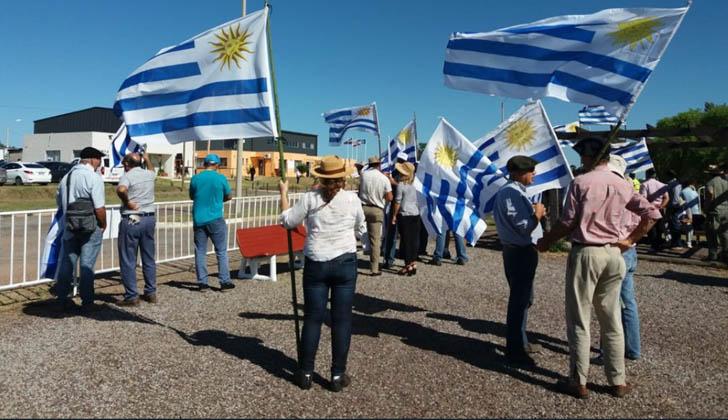 Concentración de Un solo Uruguay en Pueblo Centenario. Foto: Un solo Uruguay.