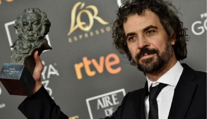 Álvaro Brechner recibe el Premio Goya del cine español. Foto: EFE.