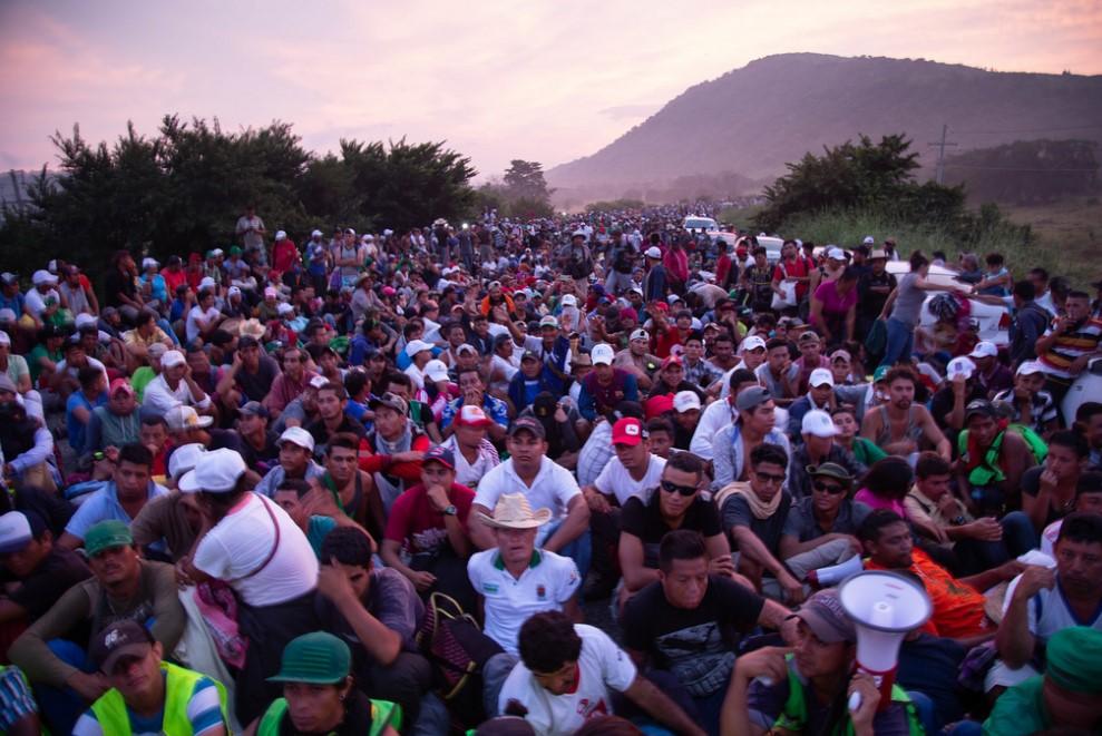 Integrantes de la Caravana Migrante descansando en Juchitán, Oaxaca, México. Foto: LWF/Sean Hawkey