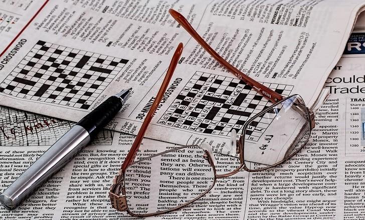 Crucigramas y rompecabezas son buenos para la mente, aunque no detienen su deterioro. Foto: Pixabay