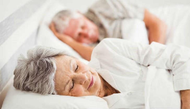 Estudio: Dormir lo suficiente cuida al corazón
