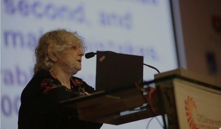 Premio Nobel israelí anima a las estudiantes a ser científicas
