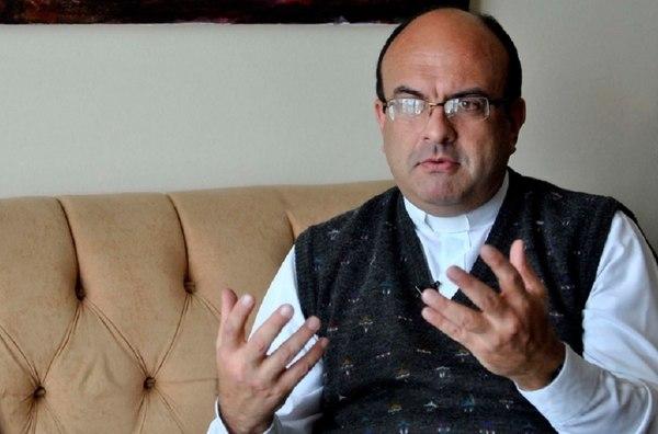 El sacerdote Mauricio Víquez era docente de dos universidades. Está acusado de violación sexual. Foto cortesía del diario La Nación de Costa Rica.