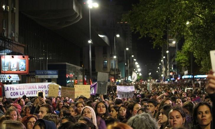 """Cosse sobre el #8M: """"La noticia es la multitudinaria cantidad de gente que se suma en Montevideo y en el interior""""."""