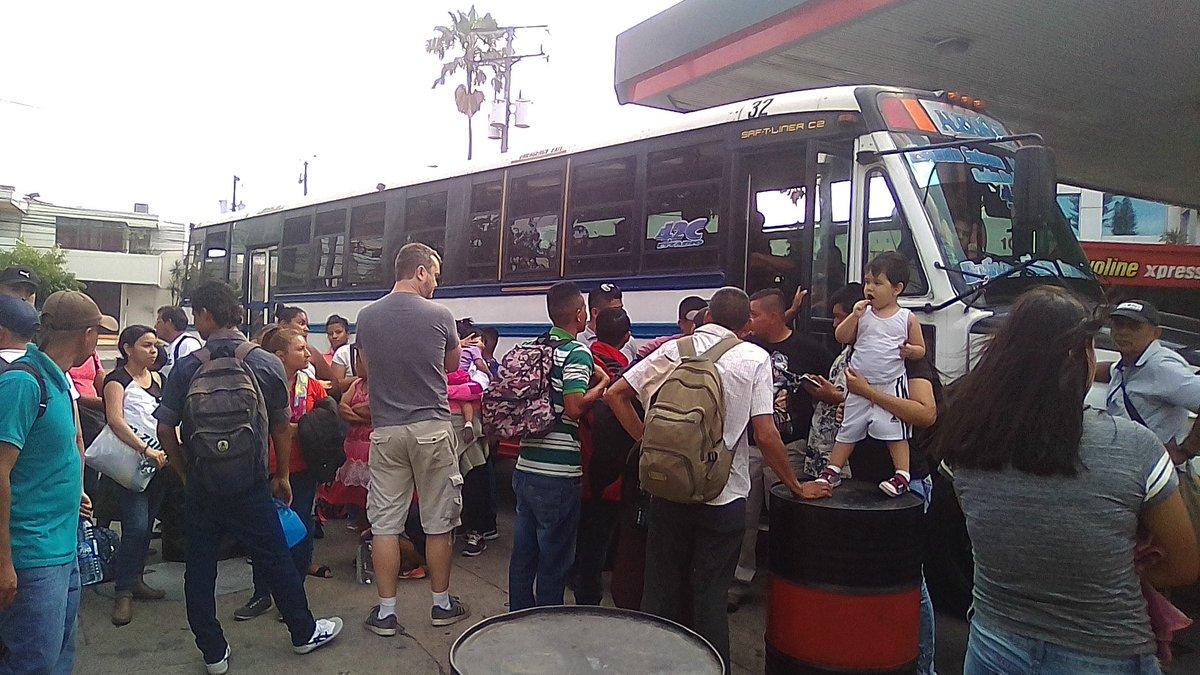 Una nueva Caravana de Migrantes a punto de salir de El Salvador el pasado 16 de mazo. Foto: Twitter / Iván Manzano