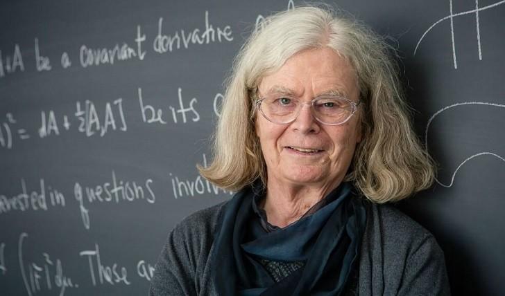 """Karen Uhlenbeck se convierte en la primera mujer que gana el """"Nobel"""" de matemáticas ."""