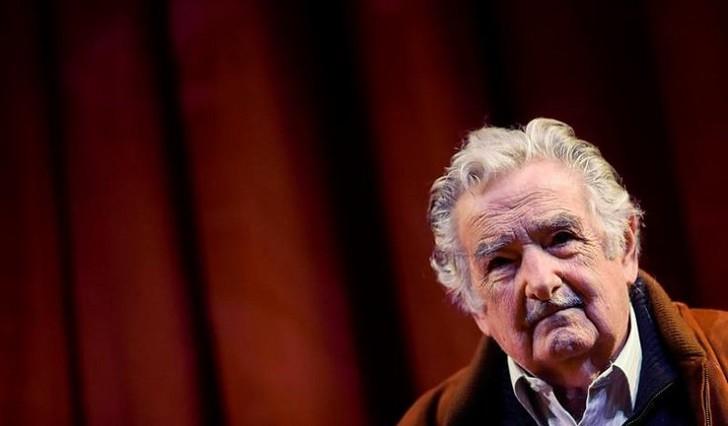 """Mujica presentó 16 proyectos de ley para """"recuperar la confianza política""""."""