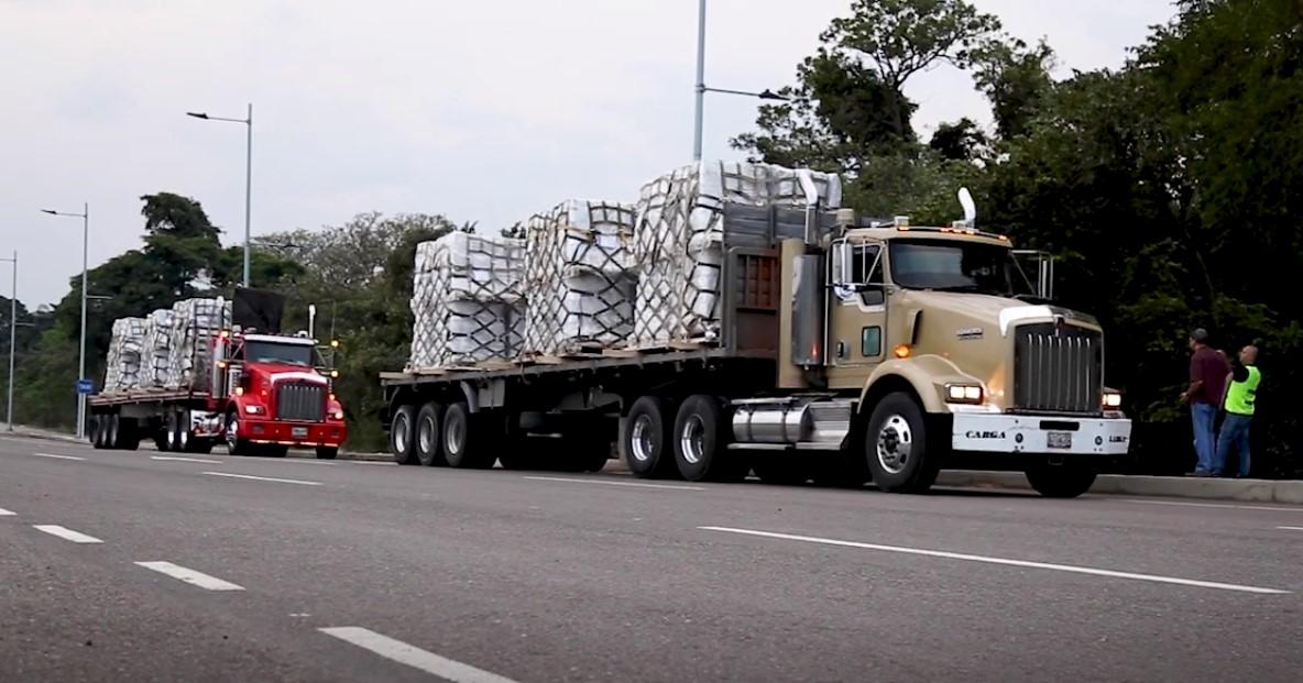 Camiones de ayuda humanitaria enviados por la agencia USAID a la frontera entre Colombia y Venezuela. Foto: captura de pantalla