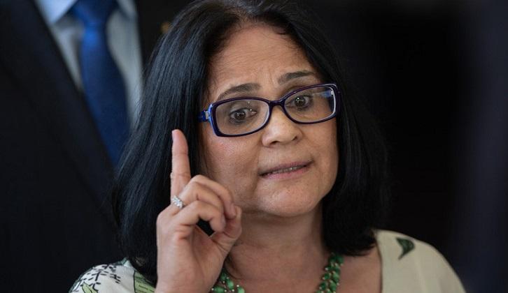 """Ministra de la Mujer de Brasil: """"El hombre es el líder del matrimonio""""."""