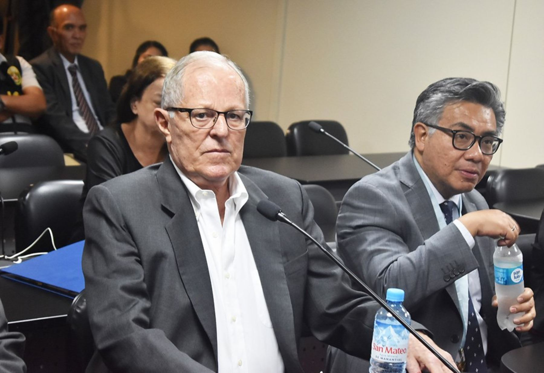 Pedro Pablo Kuczynski escuchando el veredicto. Foto cortesía de andina.pe