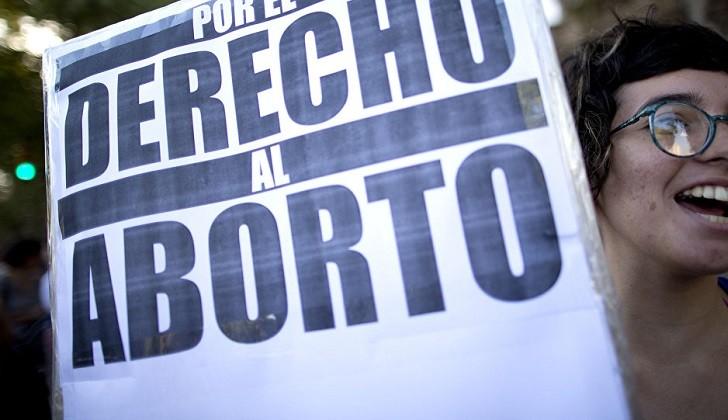 """""""En todo el mundo, las mujeres migrantes se enfrentan a serios obstáculos para acceder a los servicios de salud y, en concreto, a la salud sexual y reproductiva. España no es una excepción"""", ha apuntado explica Estefanny Molina, abogada de Women's Link."""