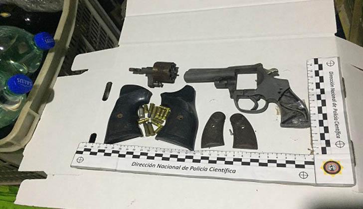 Algunas de las armas y municiones incautadas en operativo en Cerro Norte. Foto: Ministerio del Interior.