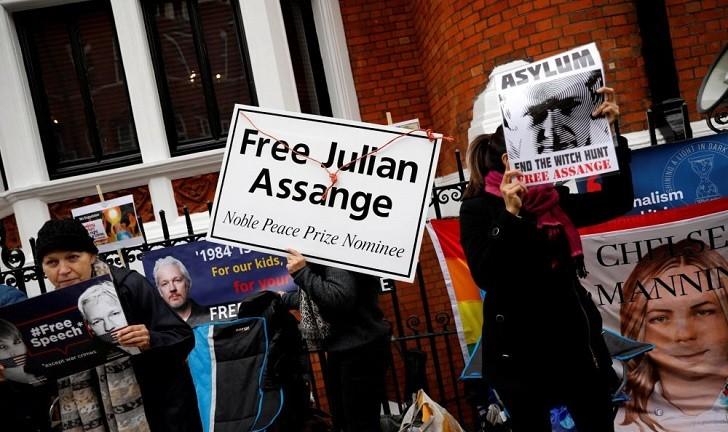 Trump asegura que no sabe nada sobre la detención de Assange.