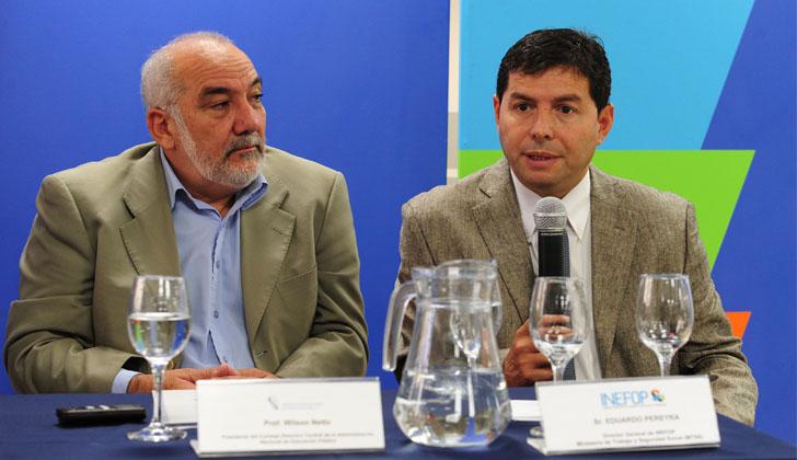 Presidente de la ANEP, Wilson Netto, junto al director general de INEFOP, Eduardo Pereyra. Foto: Presidencia de la República.