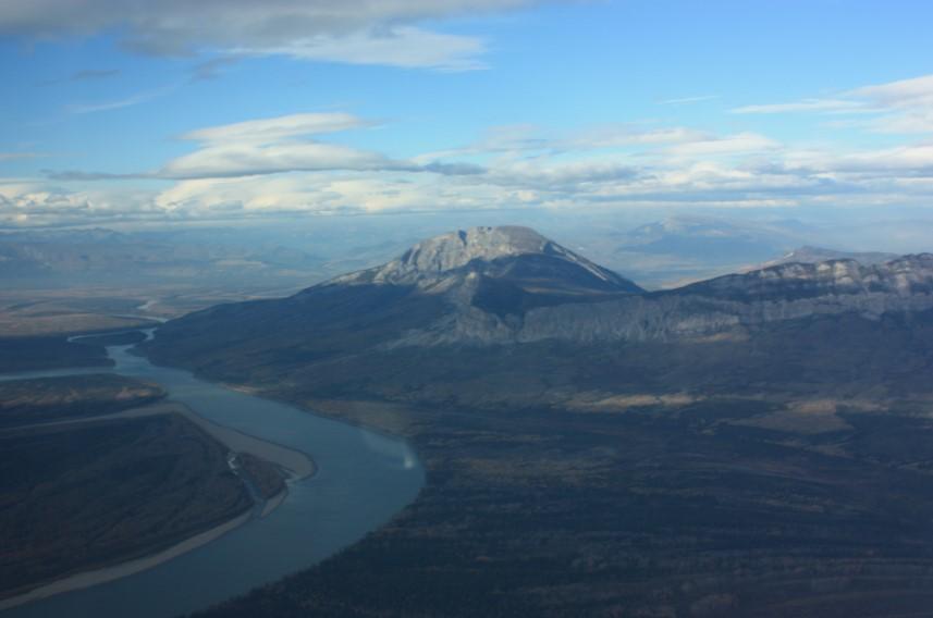 El río Liard, en Canadá, es uno de los pocos ríos de más de 1.000 km que siguen fluyendo naturalmente sin interrupciones humanas. Foto: thecanadianencyclopedia.ca / Brandy Newton