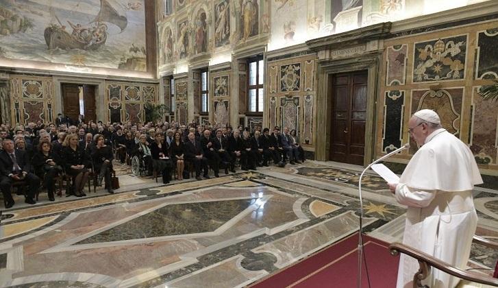 El Papa pidió humildad y rigor a los periodistas para evitar las noticias falsas. Foto: Vatican News