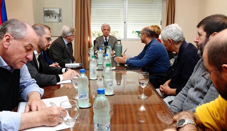 Presidente Vázquez y parte de su gabinete recibió a una delegación del PIT-CNT. Foto: Presidencia de la República.