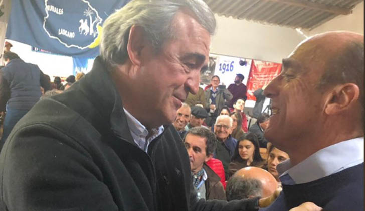 Larrañaga junto a Martínez en el 102 Congreso de la Federación Rural en Paso de los Toros.
