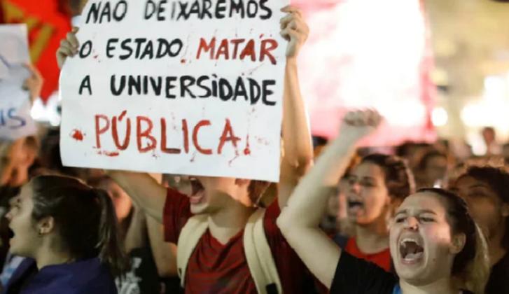 Estudiantes y docentes protagonizan el primer paro nacional contra Bolsonaro