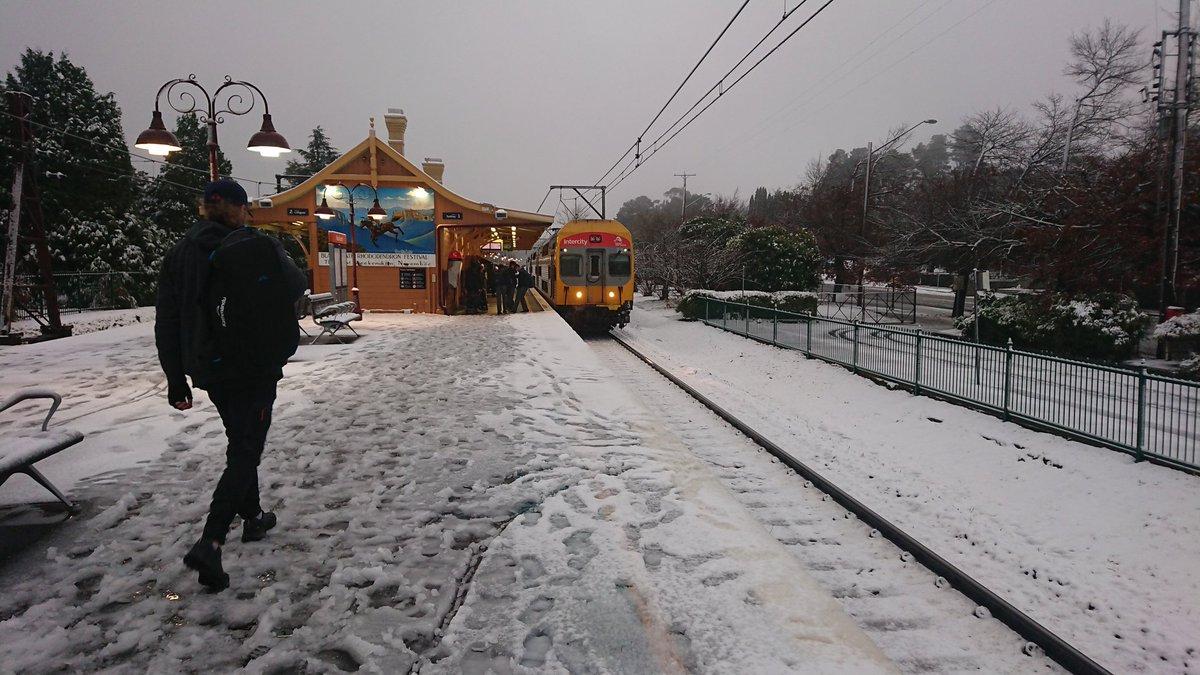 Una estación de tren en Sidney rodeada de nieve. Foto: Twitter / Kirsty Kitto