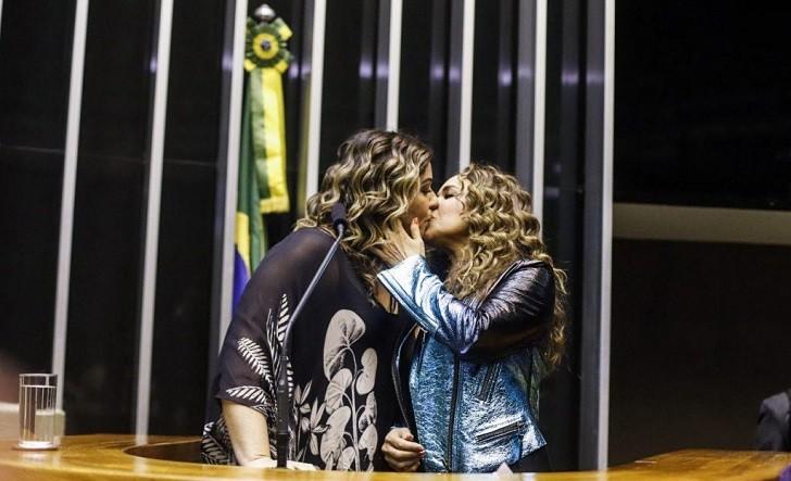 Daniela Mercury defendió la lucha LGBT+ ante el Congreso de Brasil. Foto: Midia Ninja