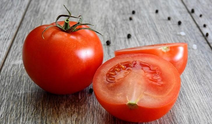 Consumo de jugo de tomate puede ayudar a controlar la presión arterial