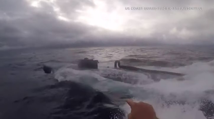 Así los guardacostas de EEUU detienen un submarino repleto de cocaína — Vídeo