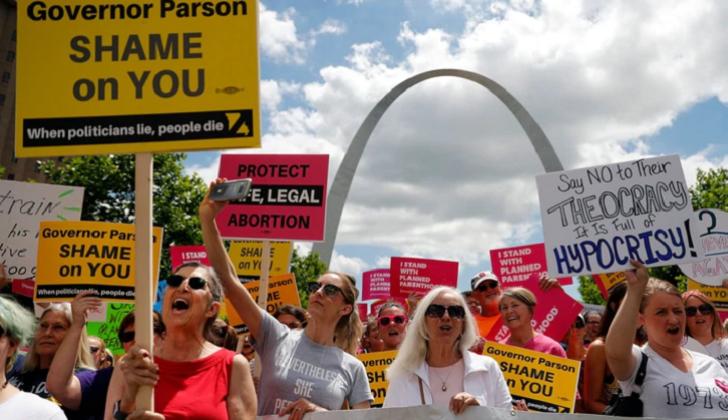 Planned Parenthood y ACLU demandan al estado de Missouri por la prohibición de aborto .